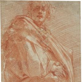 Figura masculina envuelta en un manto