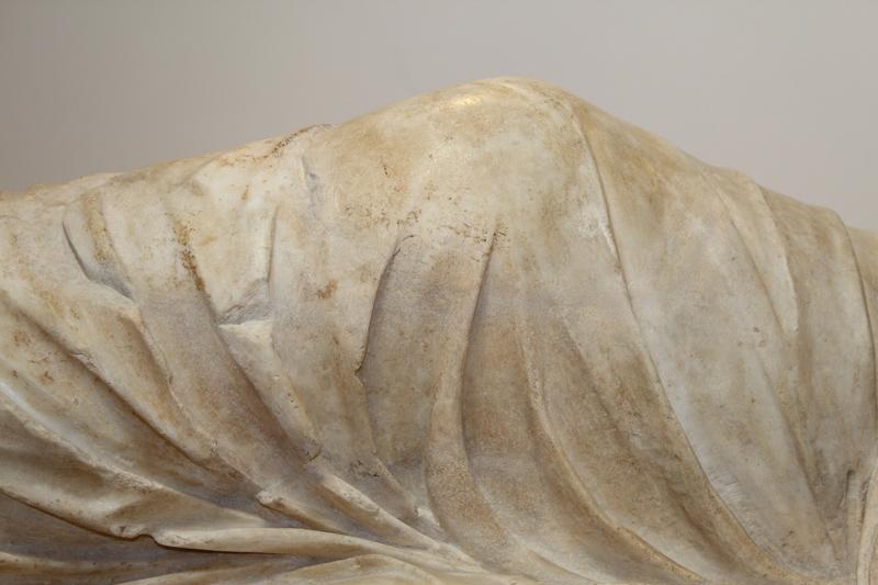 <p>Detalle, rodilla de Ariadna después de la restauración</p>