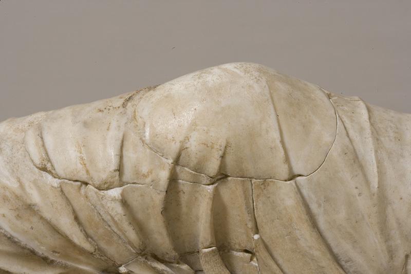 <p>Detalle, rodilla de Ariadna antes de la restauración</p>