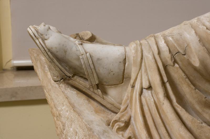 <p>Detalle, pie de Ariadna antes de la restauración</p>