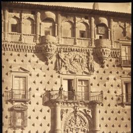 Vista de la fachada principal del Palacio del Infantado en Guadalajara