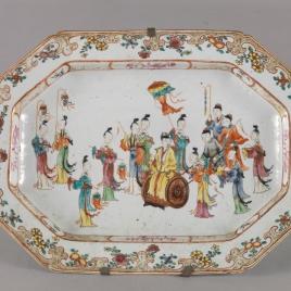 Fuente ochavada de porcelana china. Compañía de las Indias.