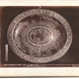 Fuente con la historia de Hermafrodito y camafeos de los Doce Césares