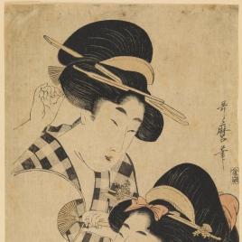 Dos jóvenes mujeres con abanico
