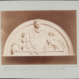 Escudo de armas en el panteón de los marqueses de la Gándara en la Sacramental de San Isidro de Madrid