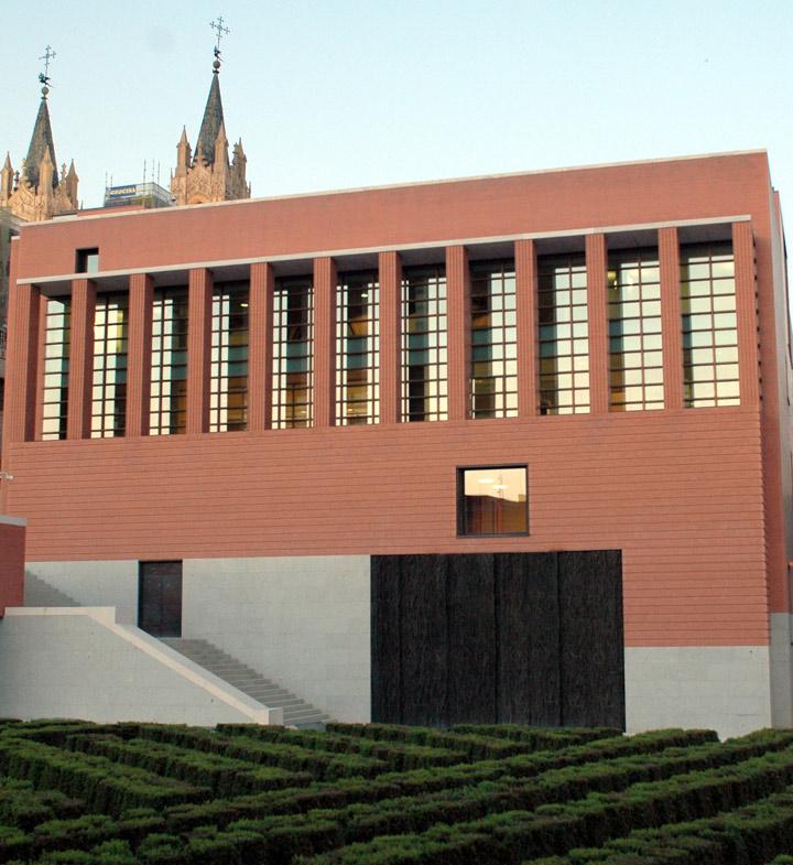 Ampliar imagen: Vista exterior del nuevo edificio